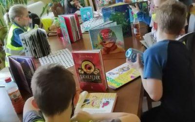 Pierwszoklasiści z wizytą w bibliotece