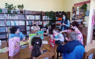 Wizyta w bibliotece dzieci z ośrodka OREW w Mikołajkach